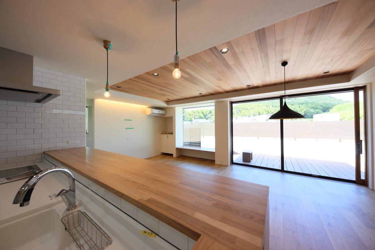 施工事例:自然を感じるアウトドアリビング~ウッドデッキのある家~