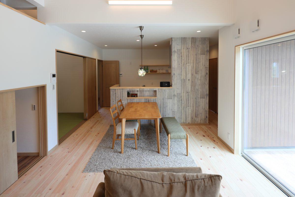 施工事例:勾配天井、スキップフロアのある広々空間平屋