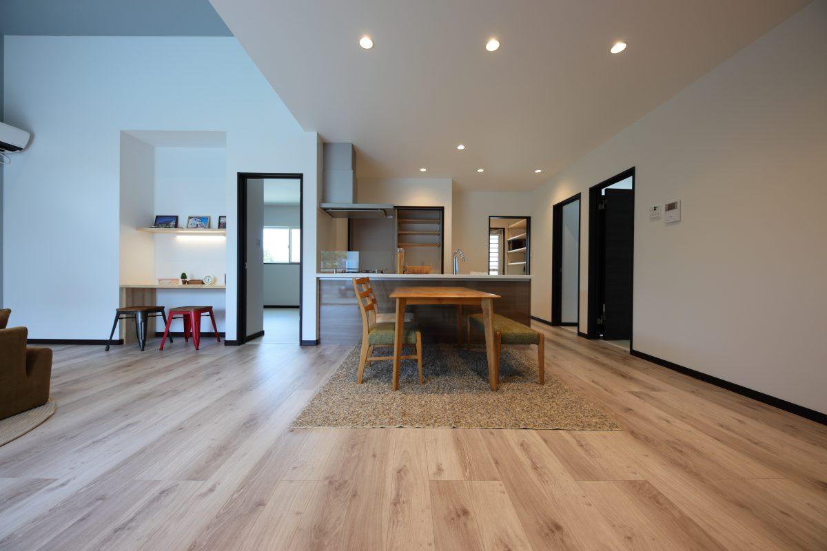 フラットな平屋のお家で段差がないのでつまづく心配もなく、家中の移動やお掃除も楽です。