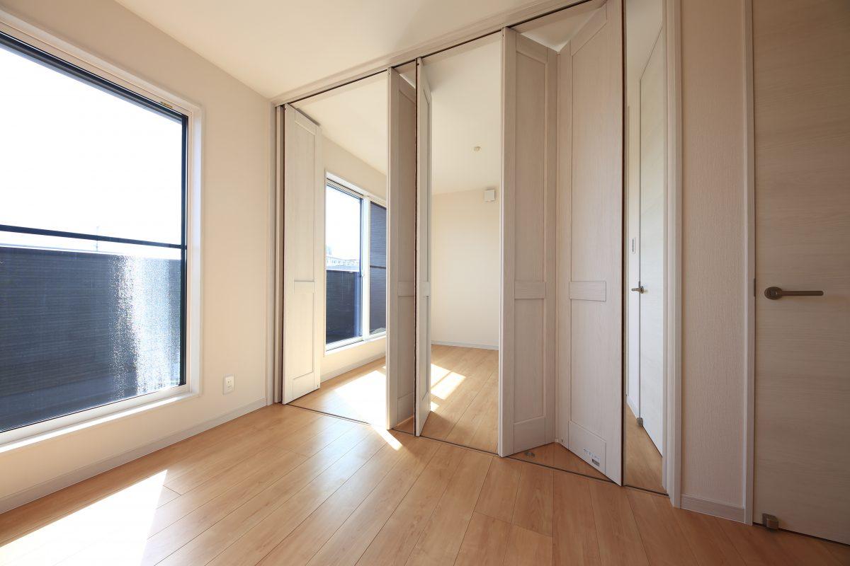 施工事例:高窓のある明るいリビングの家