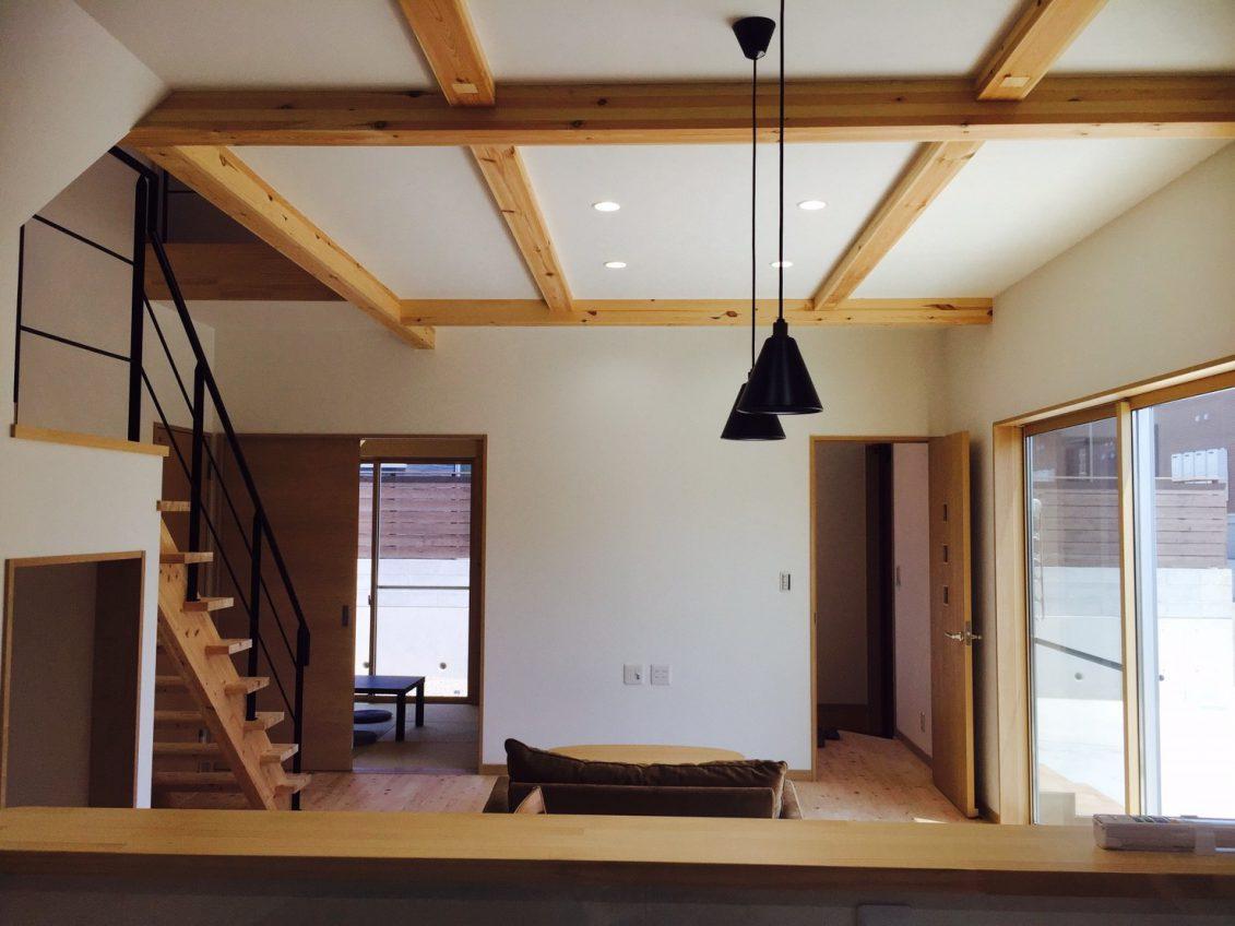 施工事例:インテリアを彩る梁のあるお家