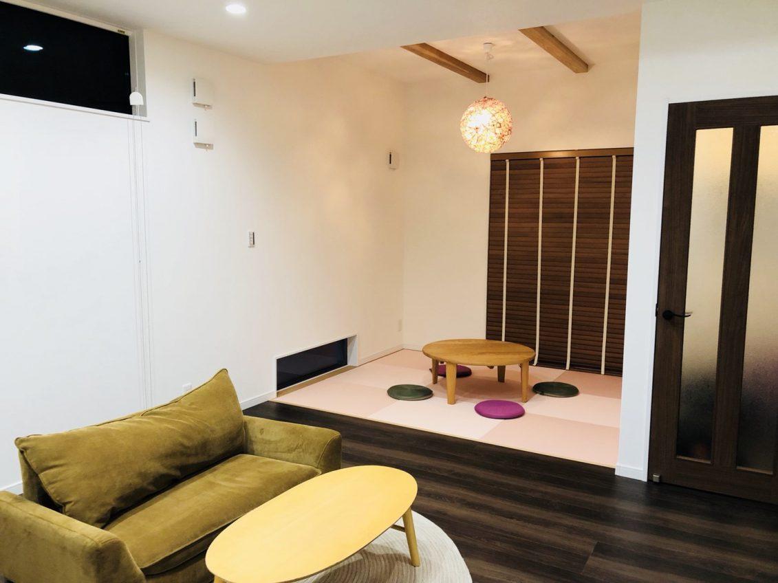 モダンな和室はリビングに繋がっているので、小さなお子様のお昼寝スペースとして便利な空間に