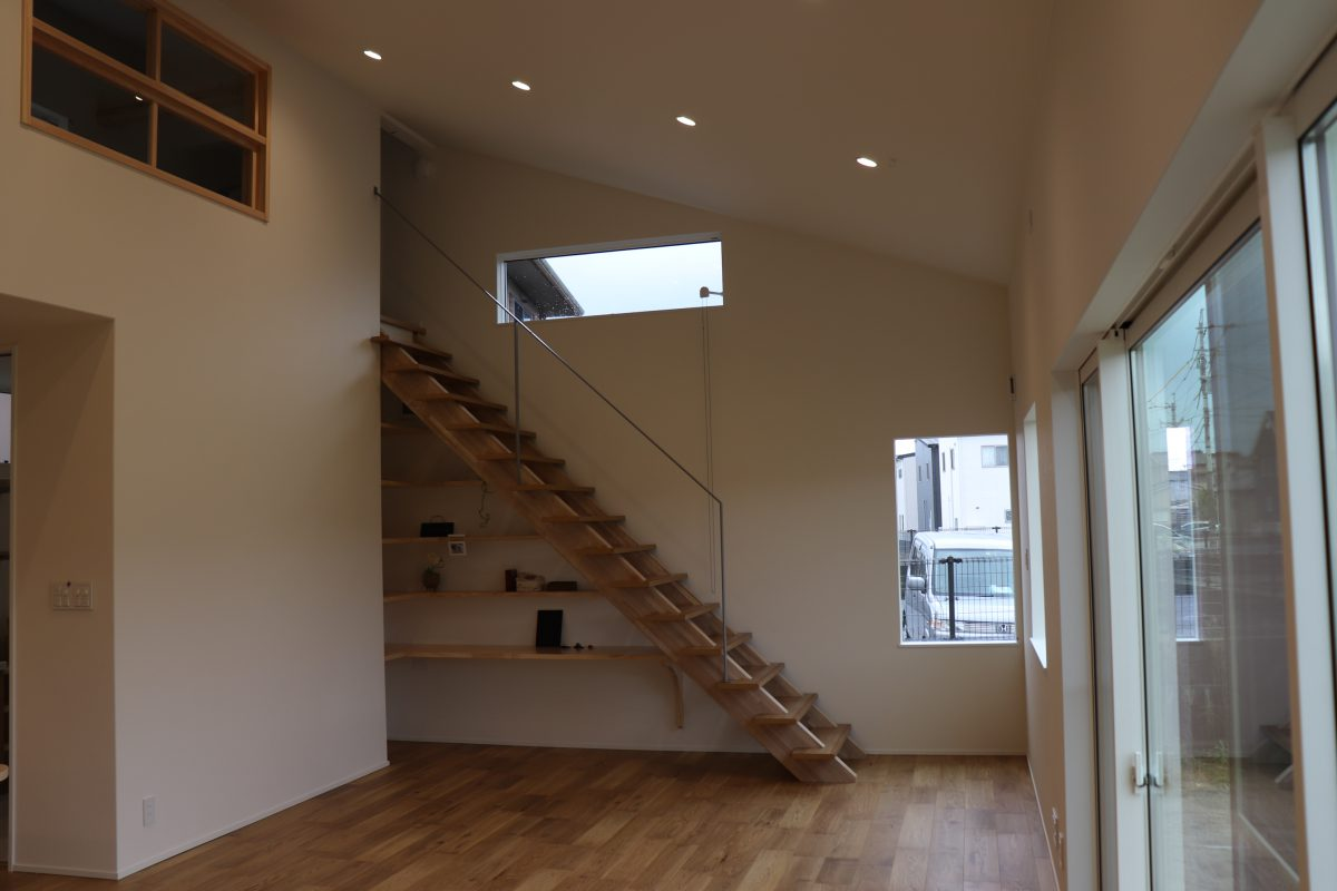 玄関からキッチン、サニタリー、バスが一直線に配置された、奥様の家事効率をアップさせる魅力的な間取り