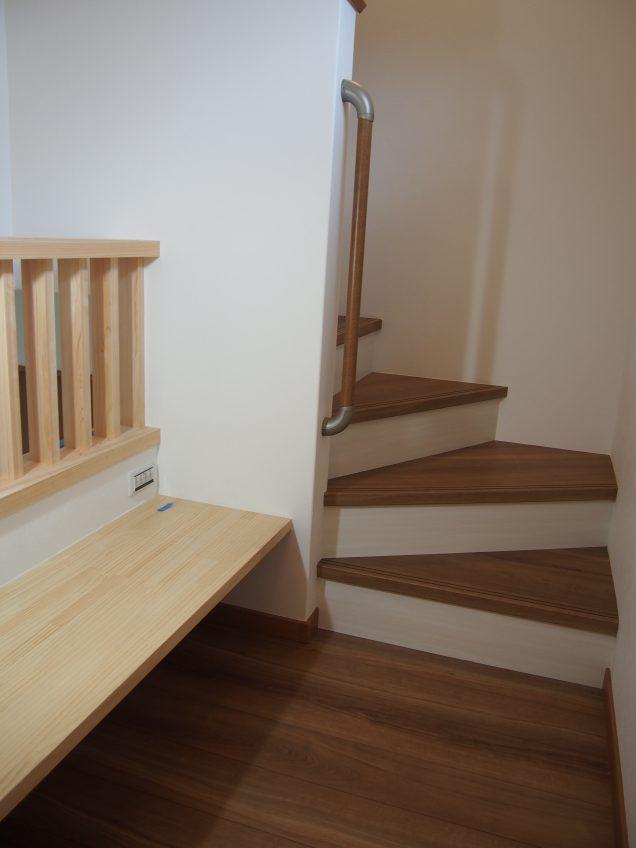 施工事例:玄関に腰掛椅子のあるお家