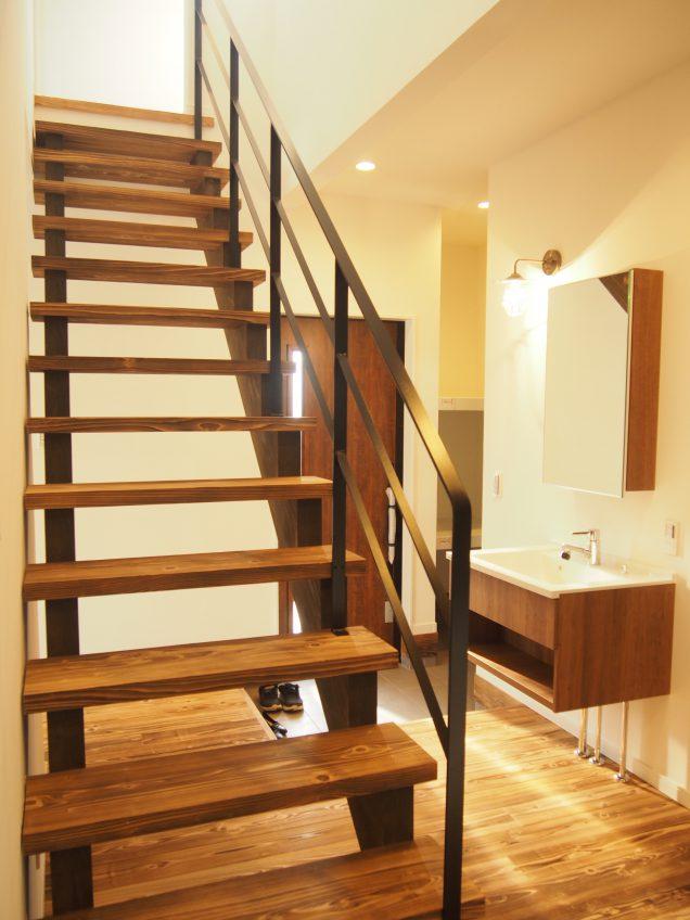 施工事例:家の中心に階段があるお家