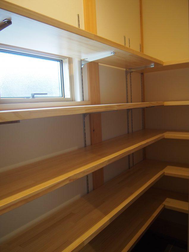 施工事例:こだわりの焼酎コレクションのある和室が魅力的なお家