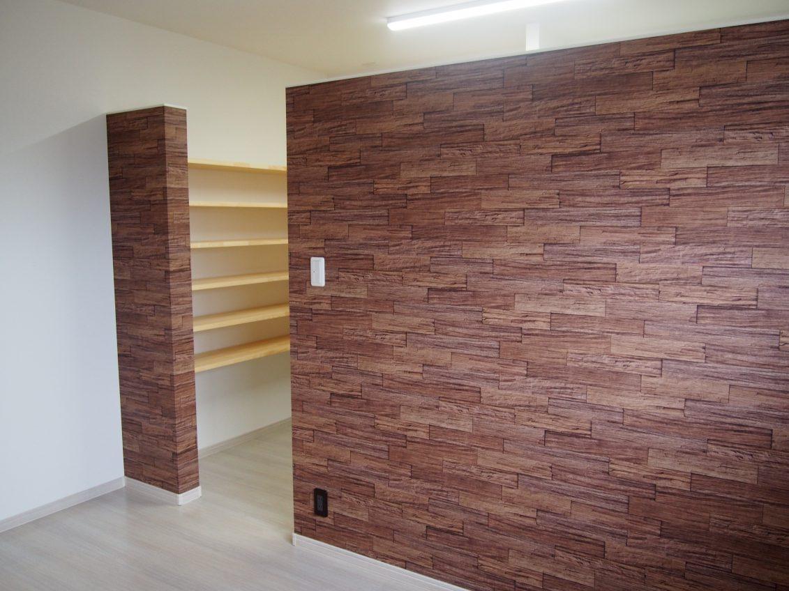 施工事例:板張りの勾配天井が魅力的なお家
