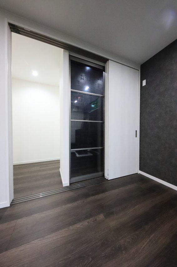 施工事例:リビングに隠し部屋のような収納のあるお家