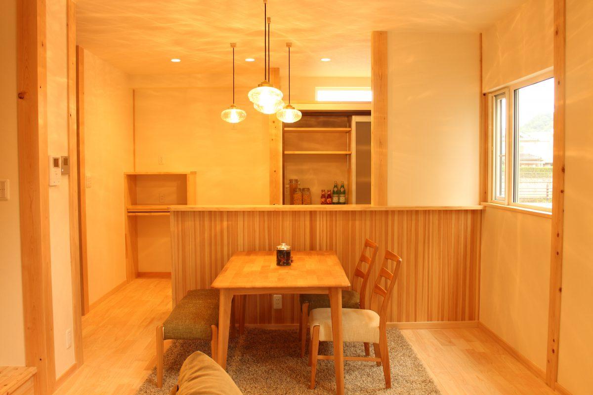 リビングと2階廊下にカウンタースペースを設けて、家族で仕事や趣味、勉強に活用できる便利なスペースを設けました