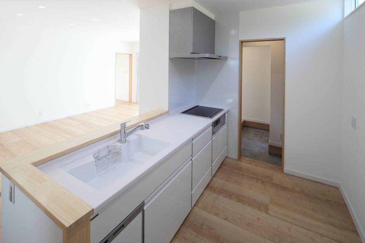 施工事例:家事がしやすい!玄関からキッチンへ直接つながる平屋