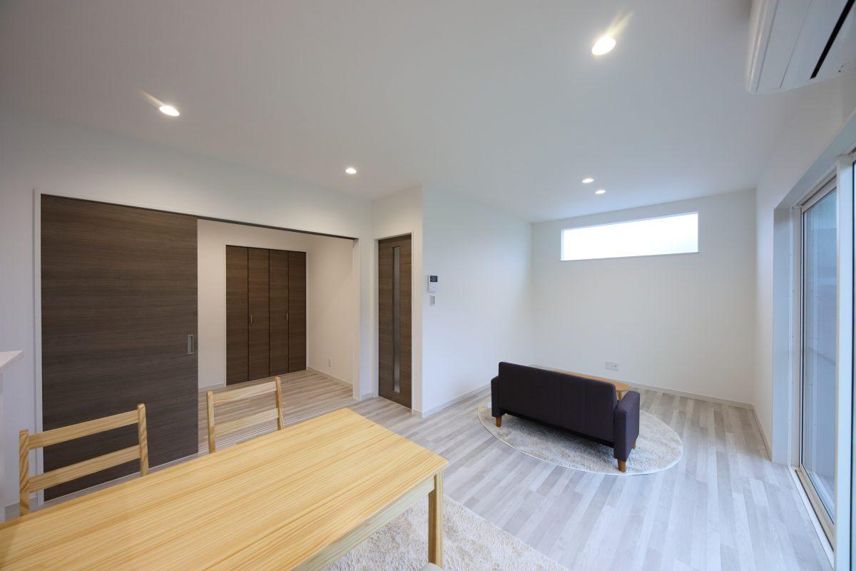 16.8帖のLDK横に収納もある3帖のフリースペースは、趣味専用の部屋としてもホームオフィスとしてもちょうどいいサイズの空間に