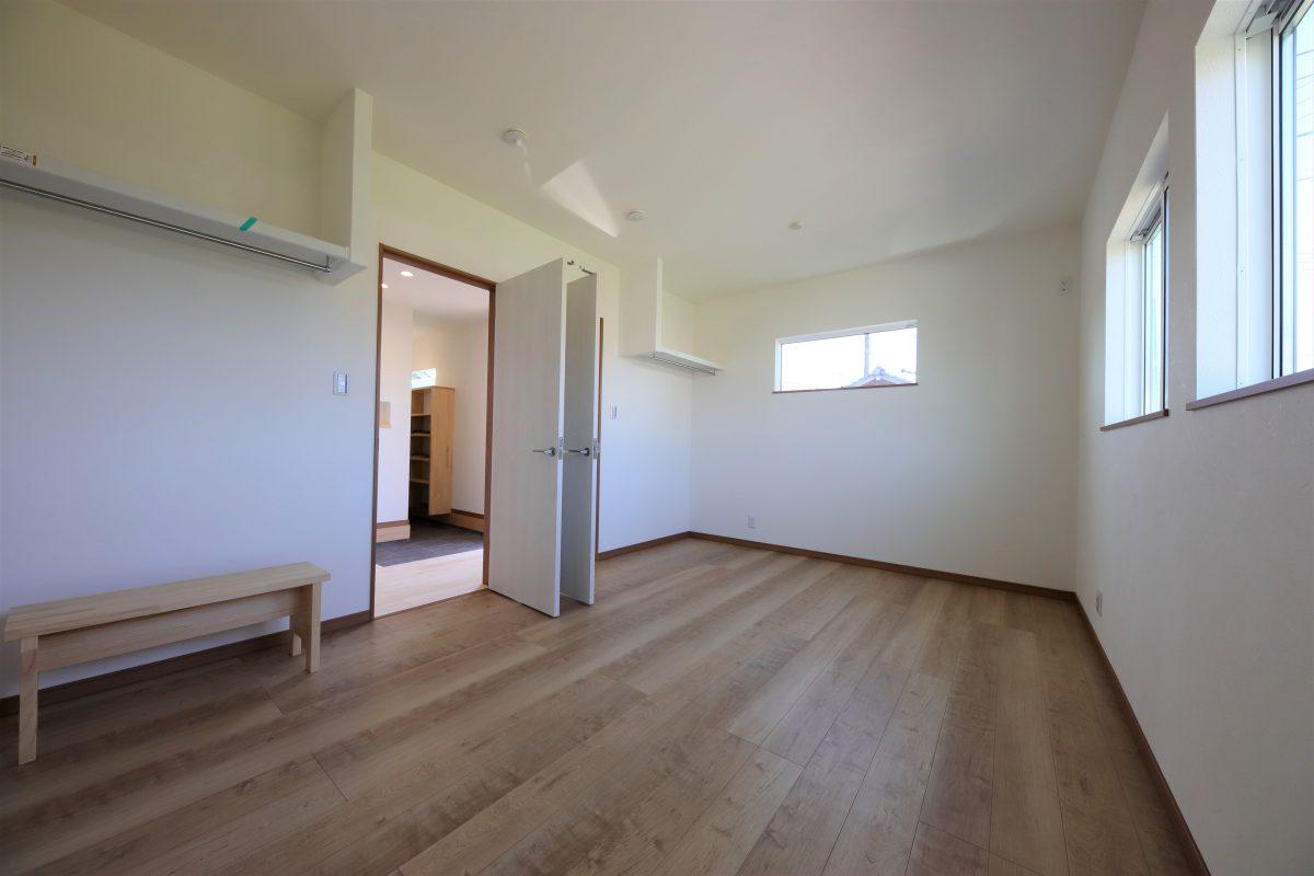 施工事例:板張りの勾配天井のある平屋