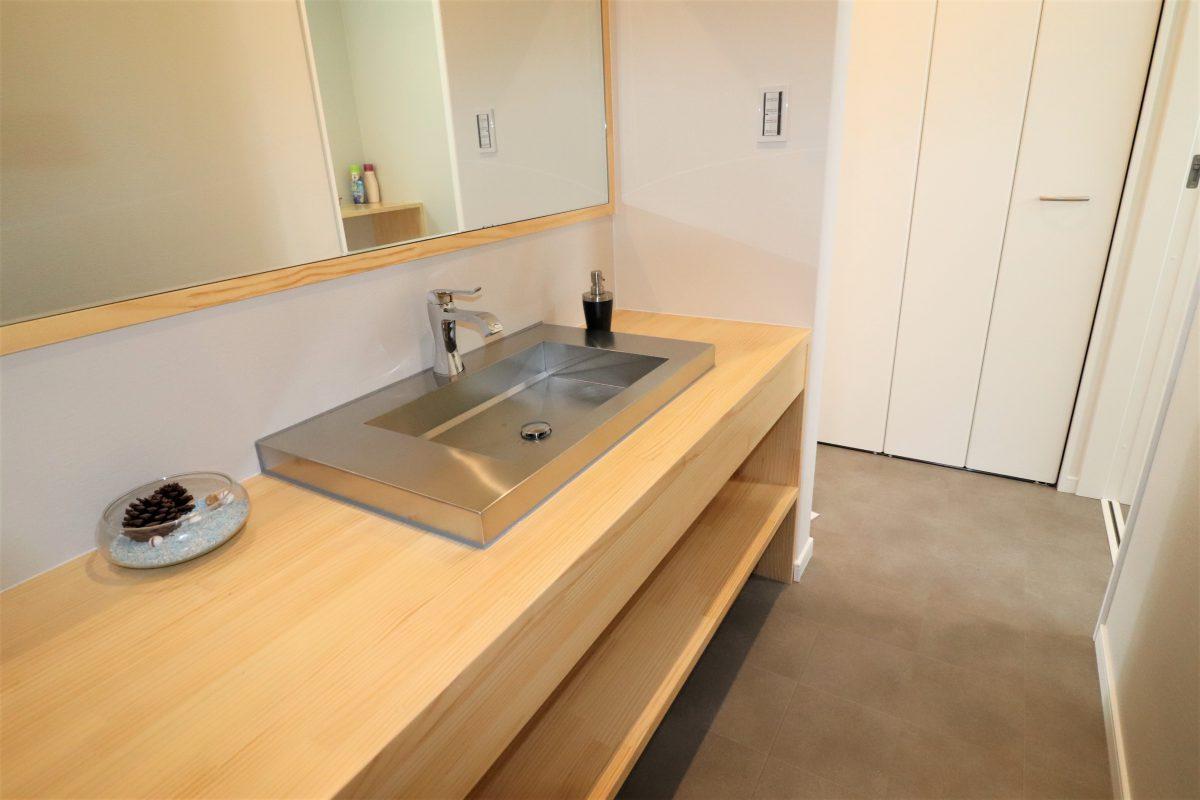 施工事例:玄関すっごく広い!!L型キッチン&LOFTのアドベンチャーハウス!