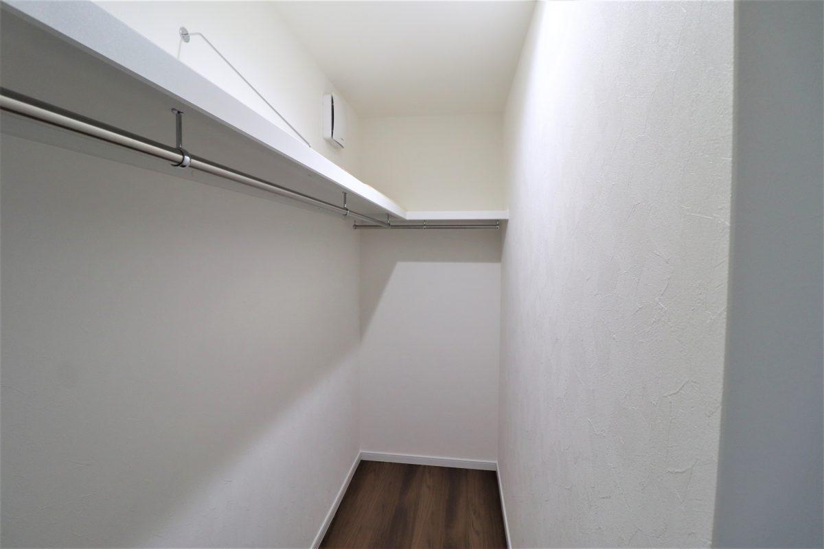 施工事例:キッチンの板張り天井がアクセントの住まい